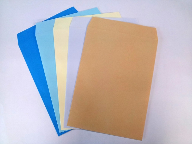 色彩効果で選ぶ封筒カラー